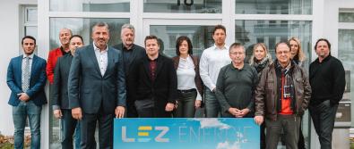 Die Geschäftsführung und Abteilungsleiter der LEZ